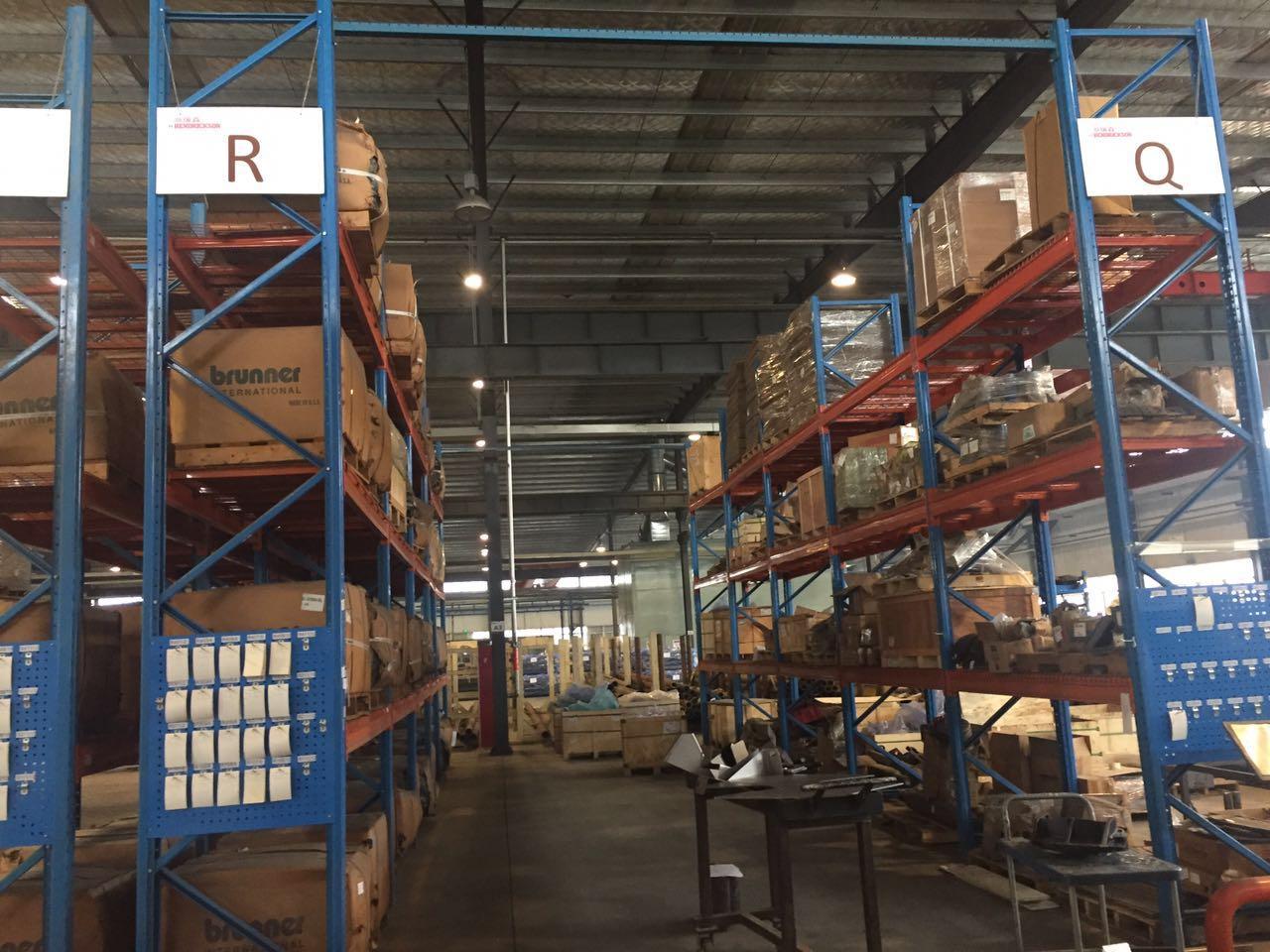 1.托盘货架货物可100%自由 拣选托盘货架货位利用率高达95%,且货物可实现100%拣选,让仓库美观整洁。